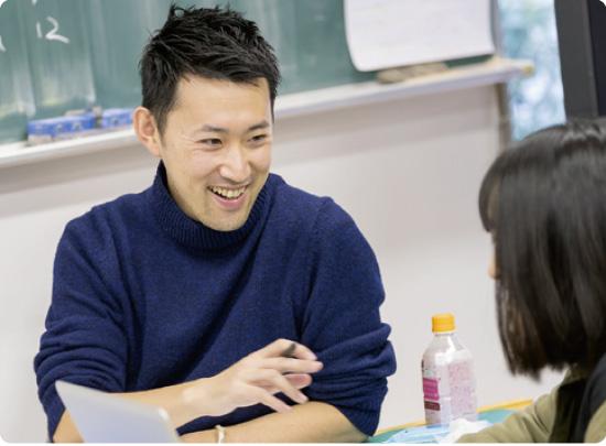 いつも先生がそばにいる 1クラス20名ほどの少人数制! だから、はじめてでも安心!